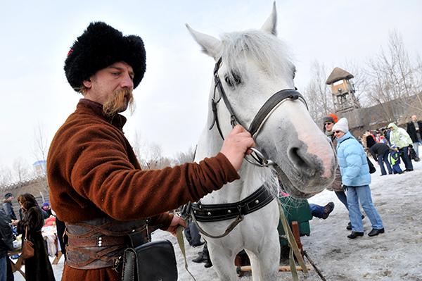 Казак управлявший повозкой на празднике Колодий в Мамаевой слободе. Фото: Владимир Бородин/The Epoch Times Украина