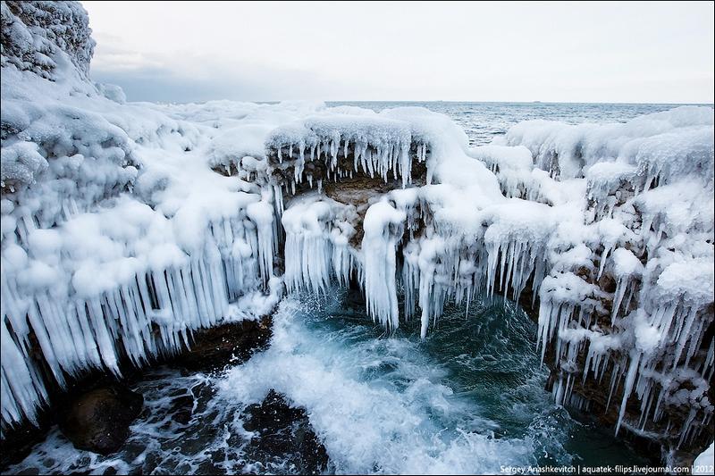 А в деяких гротах море не хлюпається, а вирує! Фото: aquatek-filips.livejournal.com