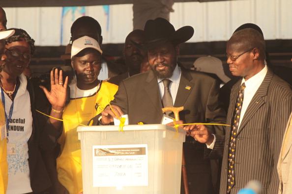 Лидер Южного Судана Сальва Киир Маярдит первый проголосовал в референдуме о независимости Южного Судана. Фото: Spencer Platt/Getty Images
