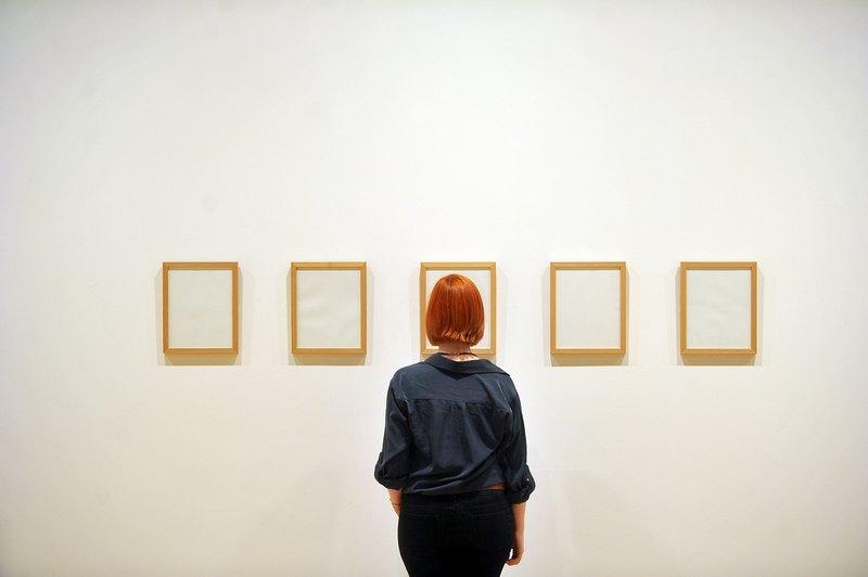 Лондон, Англія, 11 червня. У галереї Хейворда вперше в країні відкрилася виставка робіт «Мистецтво про невидиме, 1957—2012». На фото — робота Джанні Мотті «Невидимі чорнила». Фото: Bethany Clarke/Getty Images