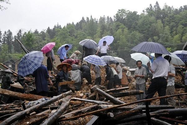 На юге Китая произошли сильные наводнения. 6 мая 2010 год. Фото: AFP