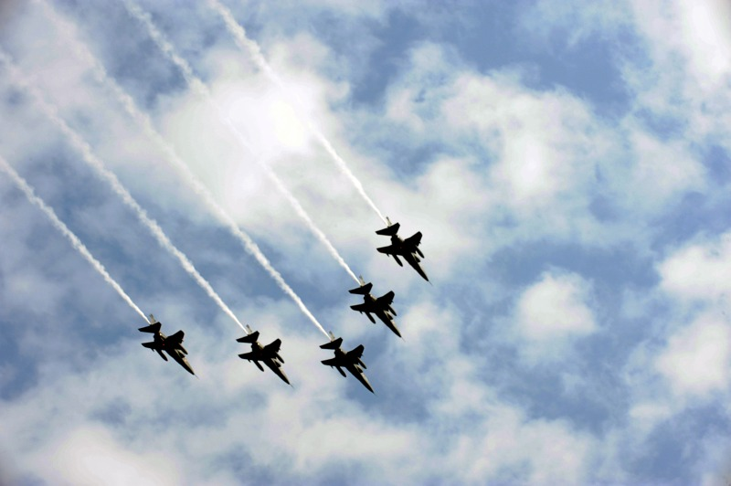 Звено «Ягуаров» в небе над Нью-Дели. Фото: RAVEENDRAN/AFP/Getty Images