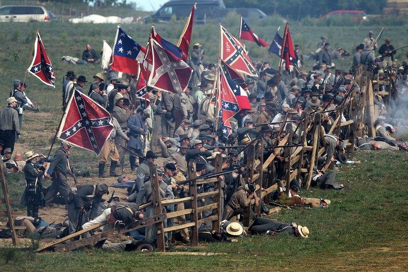 Шарпсберг, США, 15 вересня. Інсценування бою при Ентітемі, що стався 150 років тому. Битва виявилася найбільш кровопролитною одноденною битвою в історії США, що забрала життя понад 23 тис. чоловік. Фото: Alex Wong/Getty Images