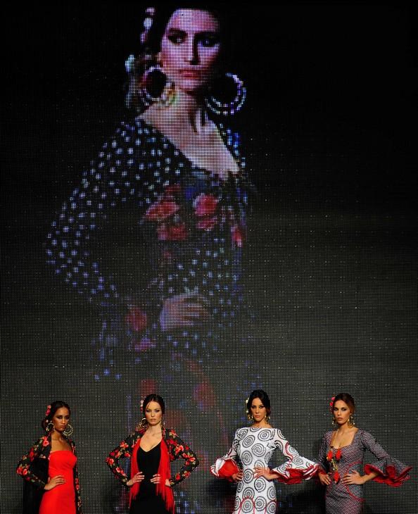 Наряди фламенко підкорюють серця на Flamenco Fashion Show. Фото: CRISTINA QUICLER/AFP/Getty Images