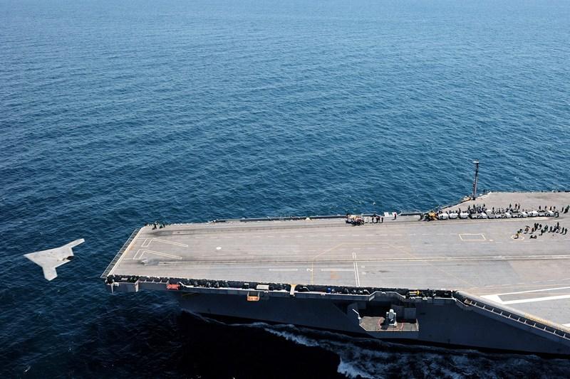 Атлантичний океан, 14 травня. Безпілотник X-47B уперше злетів із палуби авіаносця. Фото: Mass Communication Specialist 3rd Class Brian Read Castillo/US Navy via Getty Images