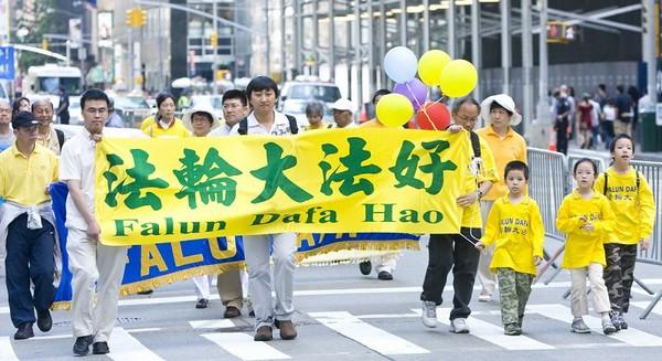 Шествие последователей Фалуньгун в Нью-Йорке. 6 июня 2009 год. Фото: Ли Юань/The Epoch Times