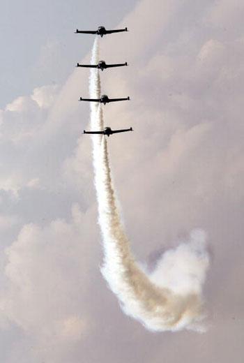 В день прессы проходит демонстрация полётов. Фото: Chung Sung-Jun/Getty Images
