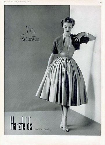 Модели и ретро-реклама в Европе. Фото с secretchina.com