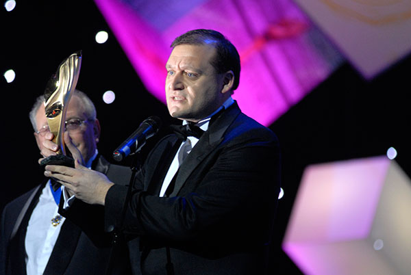 Бывший мэр Харькова Михаил Добкин стал «человеком года» в номинации «городской голова» 2009 года. Фото: Владимир Бородин/The Epoch Times