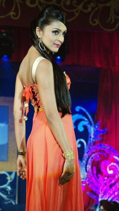Модное дефиле в Мумбаи на пятнадцатилетии ювелирного дома Gitanjali.Фото: STRDEL/AFP/Getty Images