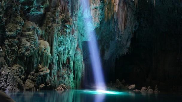 Пещера-пропасть Анхумас, г. Бонито, Бразилия. Фото: Kedson Silveira/travel.nationalgeographic.com