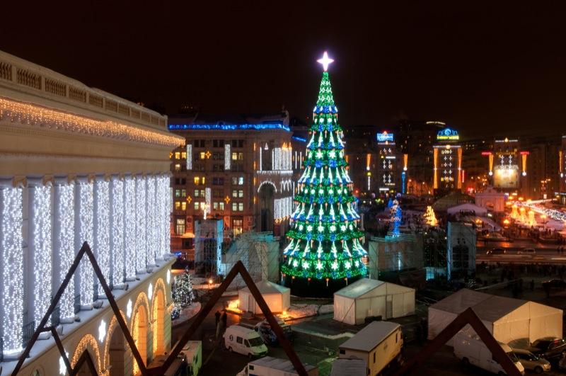В Киеве 19 декабря 2012 года зажгли новогоднюю ёлку. Фото: Владимир Бородин/Великая Эпоха