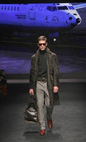 Колекції одягу відомого італійського модельєра Валентіно. Фото: GIUSEPPE CACACE/AFP/Getty Images
