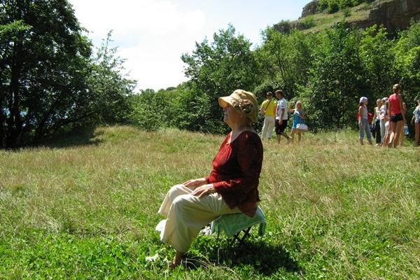 Медитація на розкладному стільчику.Фото:Павло Хулін/The Epoch Times Україна