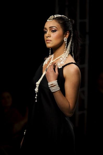 Показ коллекции от Shafaq Habib на Неделе моды 2011 в Исламабаде. Фото Warrick Page/Getty Images