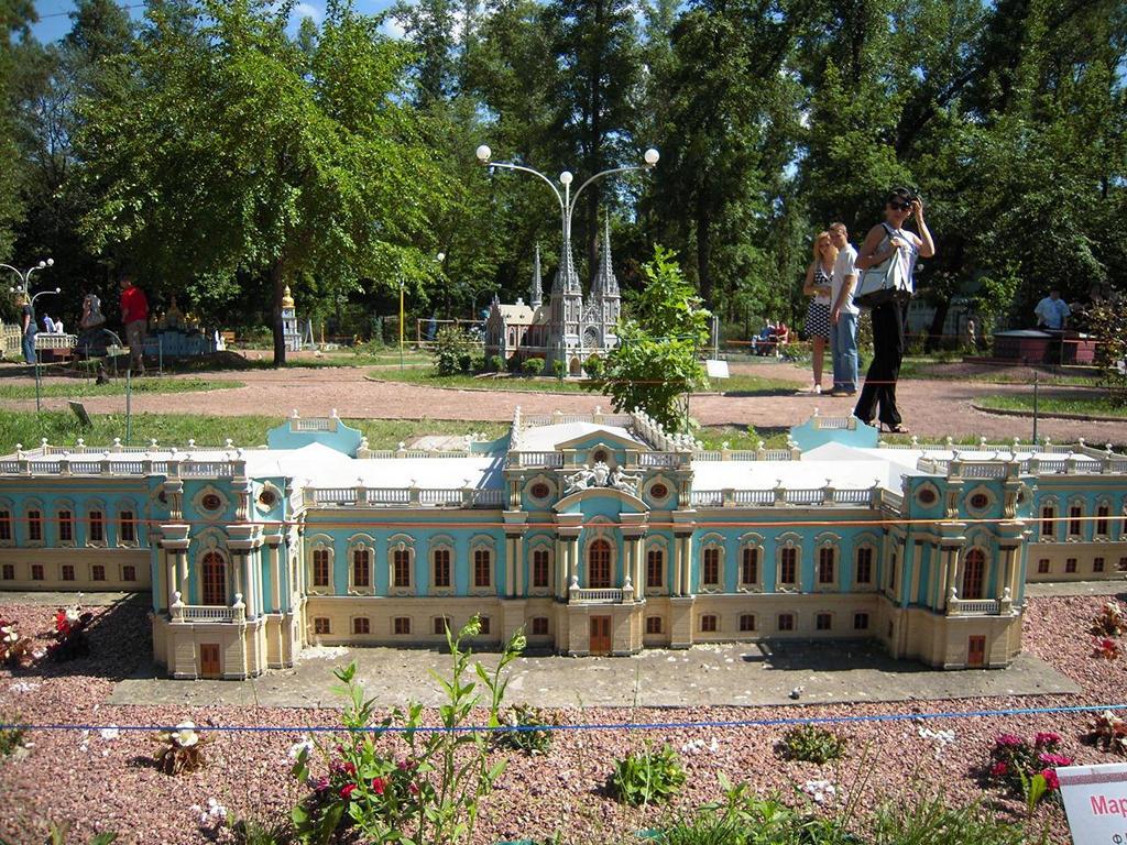Мариинский дворец. Парк «Киев в миниатюре». Фото: vitaliy/lifekiev.com