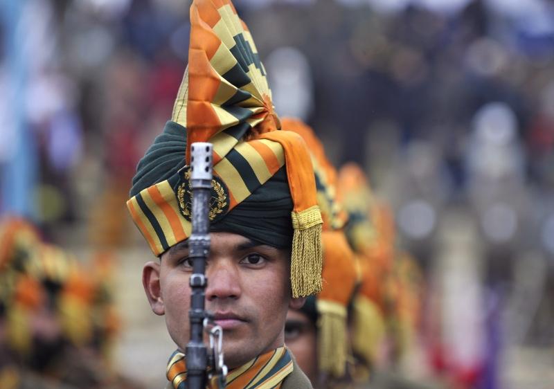 Поліцейський штату Джамму і Кашмір марширує на стадіоні Бакши в Шрінагарі. Фото: TAUSEEF MUSTAFA/AFP/Getty Images