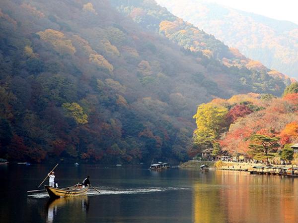 Река Кацура в Aрашияме. Фото: Junko Kimura / Getty Images
