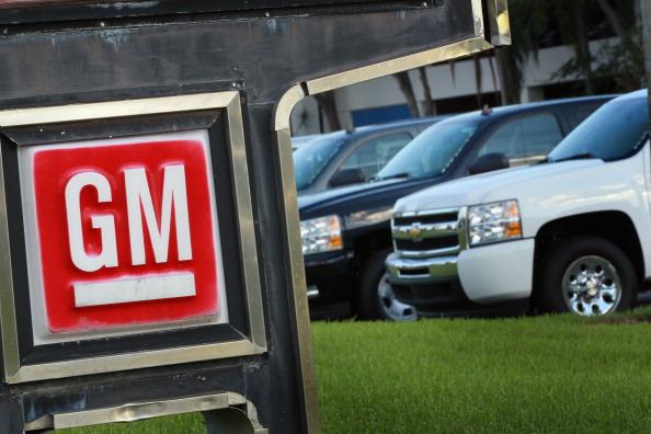 Автоцентр GM в городе Пемброк-Пайнс, Флорида. Дженерал Моторс закончила 3 квартал с прибылью в $2 млрд. Фото: Joe Raedle/Getty Images