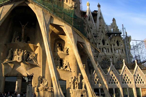 Достопримечательности Барселоны. Храм Святого Семейства - Саграда Фамилия. Фото: CESAR Rangel / AFP / Getty Images