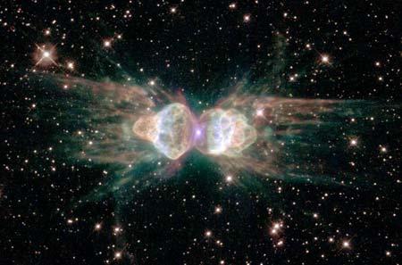 1 февраля 2001 г. Туманность Муравья. Вследствие гибели подобной Солнцу звезды, произошло растяжение небесного тела. Фото: NASA, ESA and The Hubble Heritage Team (STScI/AURA)