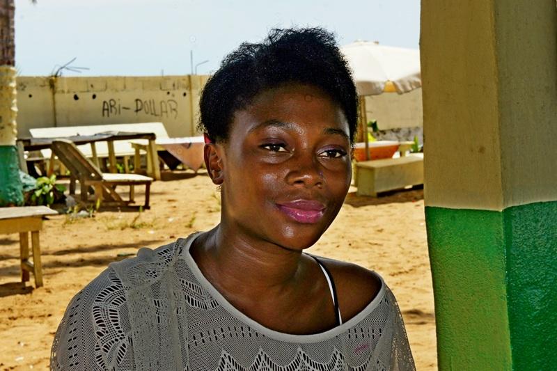 Жінка з натуральним волоссям і помірною косметикою. Фото: Олександр Африканець