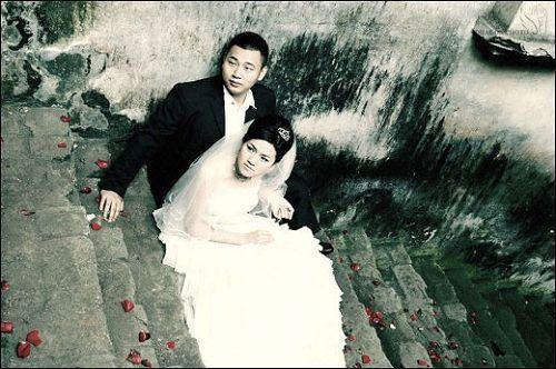 Молодожёны, которые чудом остались в живых. Фото с aboluowang.com
