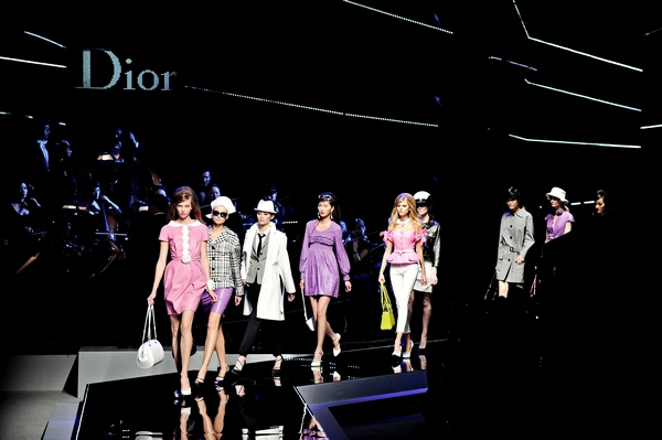 Показ Dior Cruise 2011 в Шанхае. Фото: PHILIPPE LOPEZ/AFP/Getty Images