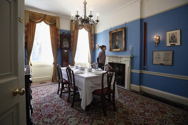 Лондон, Англія, 7грудня. Музей Чарльза Діккенса готується до відкриття після реставрації. У будинку №48на Дафт-стріт письменник жив з 1837по 1839роки. Тут з'явився на світ роман «Пригоди Олівера Твіста». Фото: Oli Scarff/Getty Images
