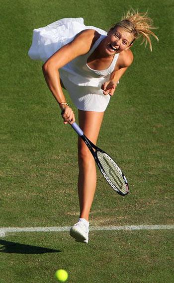 Лондон, Великобритания: Maria Sharapova из России во время Уимблдонского турнира. фото: ADRIAN DENNIS/AFP/Getty Images
