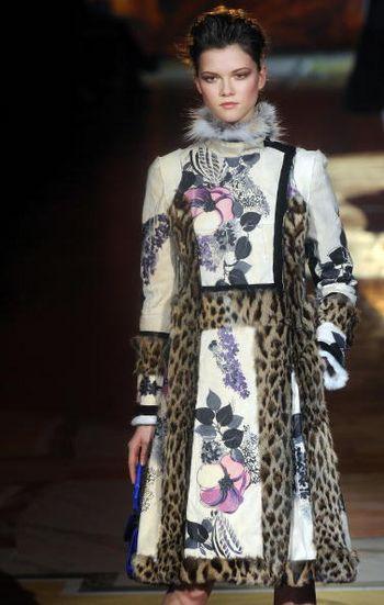 Новые коллекции женской одежды осень/зима 2008/2009 на неделе моды В Милане. Фото: AFP / Getty Images