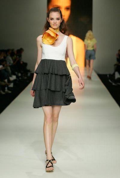 Коллекция одежды сезона весна-лето 2008/2009 от дизайнера Adam. Фото:Sergio Dionisio/Getty Images