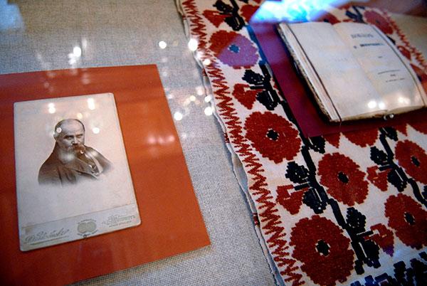 Выставка Тарас Шевченко. Утраченные и возвращенные раритеты открылась в Киеве 2 марта 2010 года. Фото: Владимир Бородин/The Epoch Times