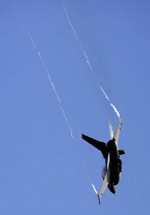 Истребитель F-16 участвует в международном авиашоу. Фото: Mark Dadswell/Getty Images