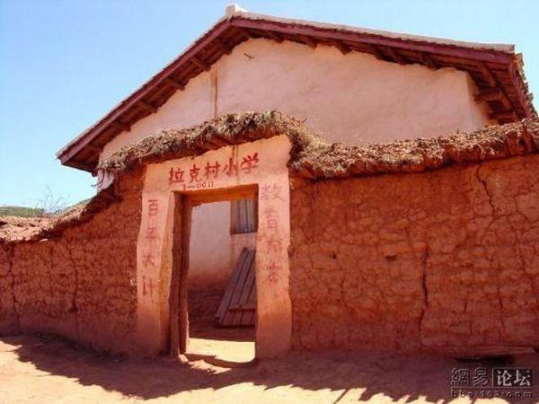 Бедные районы провинции Сычуань. Здание начальной школы. Фото: aboluowang.com