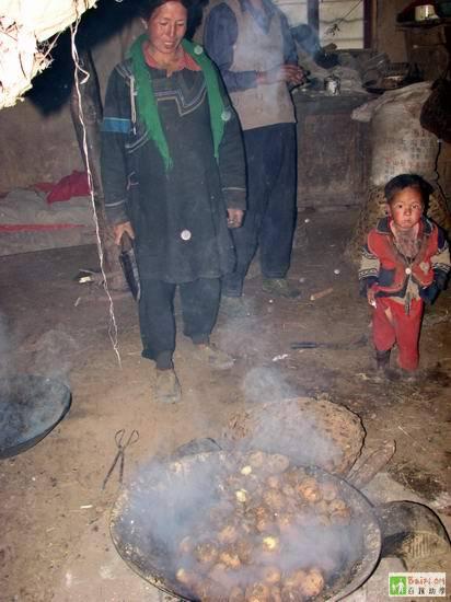 Картофель является основной пищей местных жителей. Провинция Сычуань. Фото с epochtimes.com