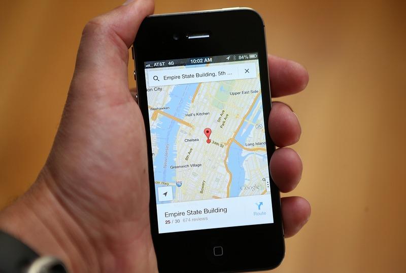 Фарфакс, США, 13 декабря. Руководство компании Apple приняло решение заменить картографическое приложение собственной разработки на более точное Google Maps. Фото: Justin Sullivan/Getty Images