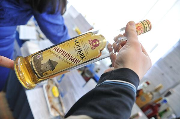 Некачественное спиртное. Фото: Владимир Бородин/The Epoch Times Украина