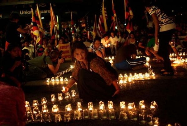 Акция со свечами в защиту прав человека в Китае. 7 августа. Нью-Йорк. Фото: GETTY IMAGES