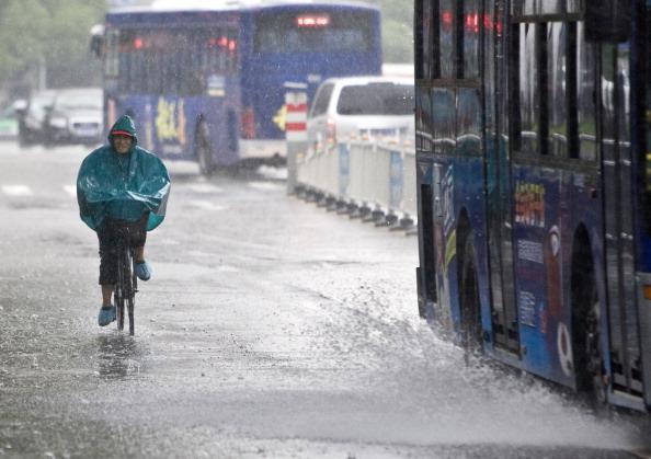 Дощі заливають провінцію Чжецзян, Китай. Фото: ChinaFotoPress/Getty Images