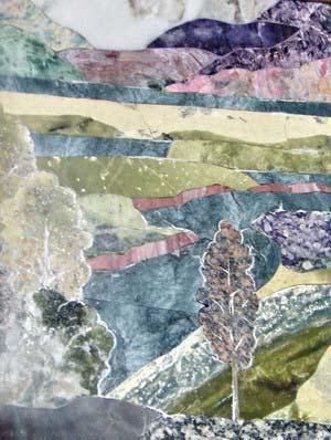 Пейзаж *Горы* (чароит, офиациклт, мрамор, родонит, силицит, змеевик, долерит) очень точно передано пространство в цвете: пасмурный день, сиреневые горы на горизонте из чароита и вблизи - зеленые холмы из змеевика, темно-розовые обрывы реки (родонит), серы