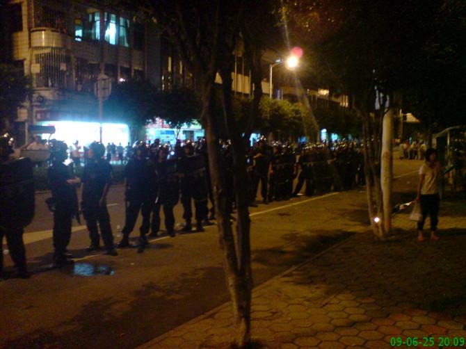 Акция протеста крестьян. Посёлок Ганкоу провинции Гуандун. 26 июня. Фото с epochtimes.com