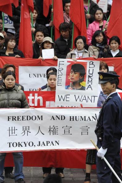 Токио (Япония). Мероприятия, посвящённые Дню прав человека. 10 декабря. 2008 г. Фото: GETTY IMAGES