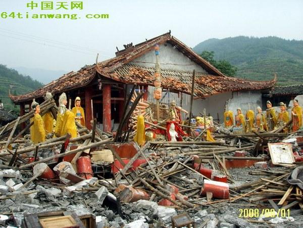 Стихийное бедствие не повредило статуи Бодхисатв. Фото с 64tianwang.com