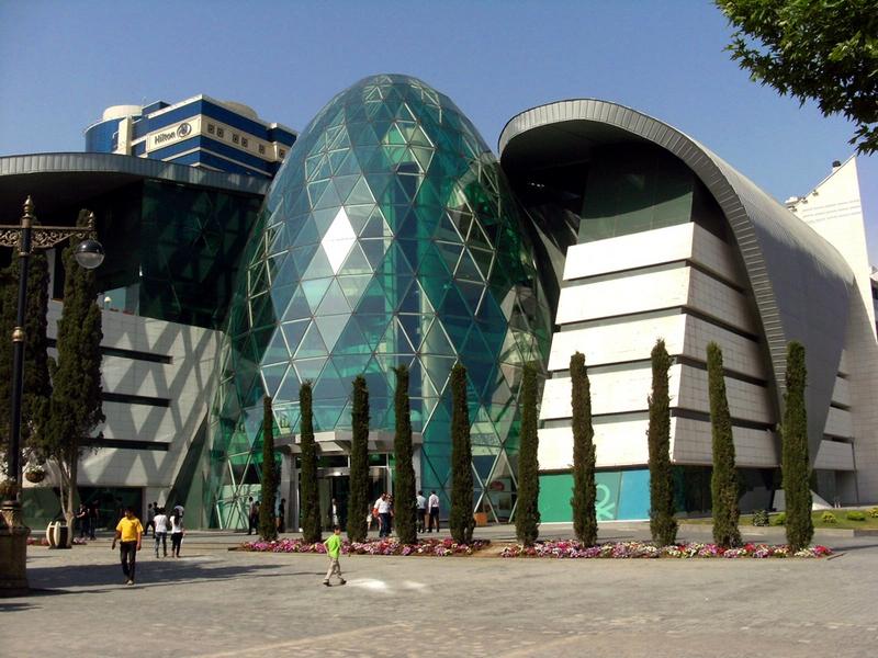 Баку. Торгово-розважальний центр «Park Bulvar». Фото: Khortan/en.wikipedia.org