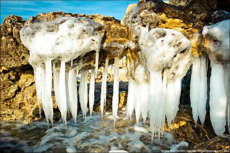 Гігантські бурульки, немов зуби вимерлого хижака. Фото: aquatek-filips.livejournal.com