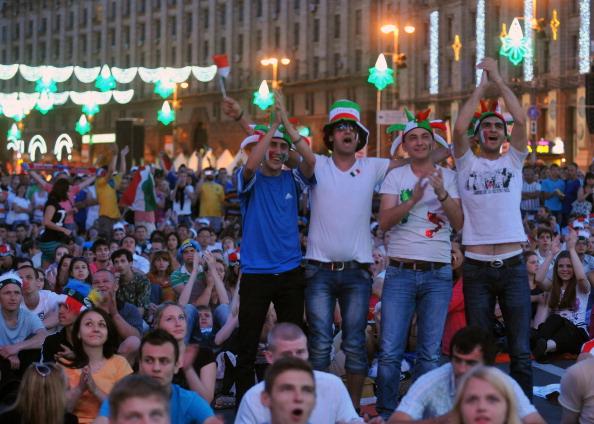 Фан-зона у центрі Києва під час матчу Італії та Англії 24червня 2012року. Фото: GENYA SAVILOV/AFP/Getty Images