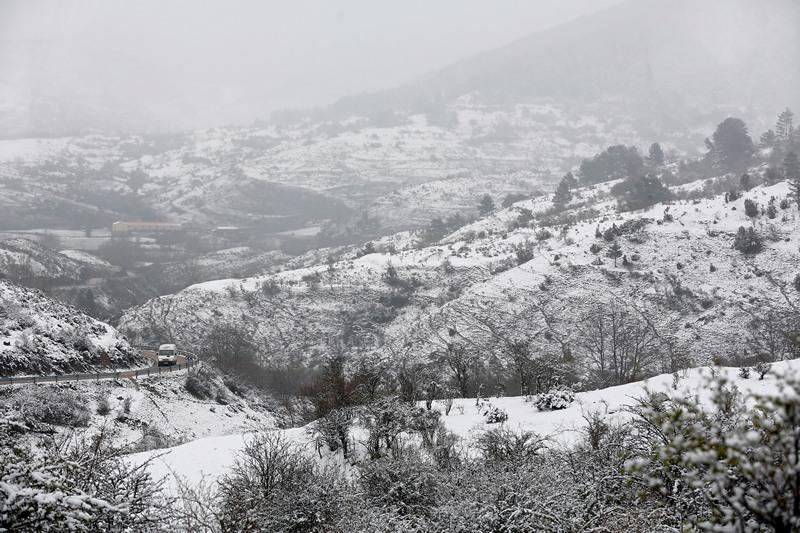 Провинция Бургос, Испания, 29 апреля. Сюрпризы погоды. На севере страны по-зимнему снежно. Фото: CESAR MANSO/AFP/Getty Images