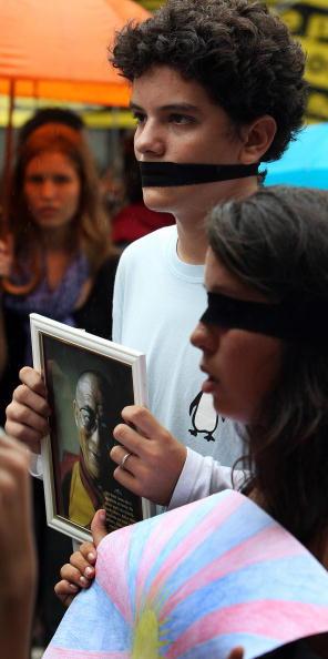 26 марта. Акция в защиту Тибета в Бразилии. Фото: ANTONIO SCORZA/AFP/Getty Images