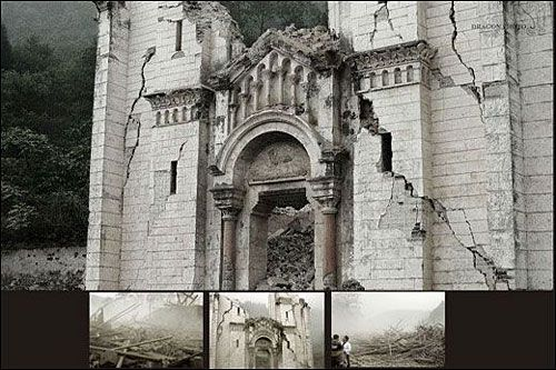 Церковь, в которой они только что находились, за несколько минут превратилась в руины. Фото с aboluowang.com
